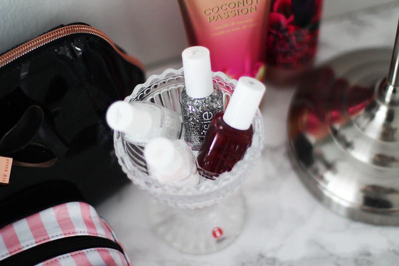 meikkipöytä kosmetiikan järjestys blogi 5