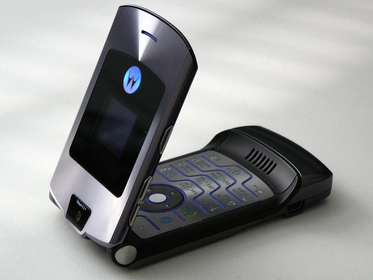 1280px-Motorola_RAZR_V3i_03