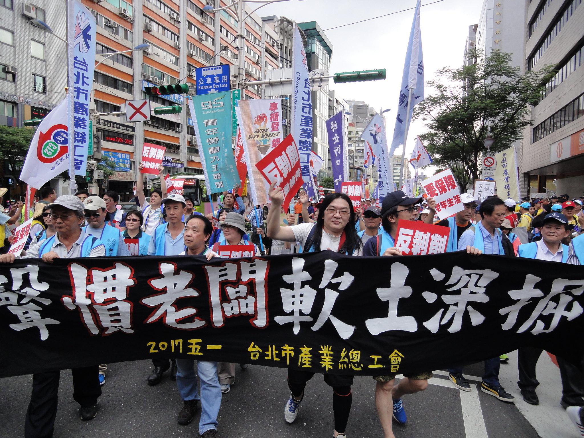 五一遊行萬人上街。(攝影:張智琦)
