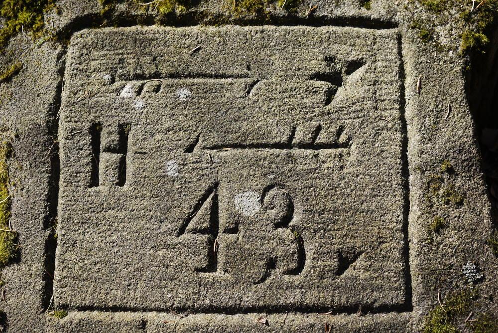 Broumovské stěny drogowskaz 43 na Hvezdę i Hejszowinę