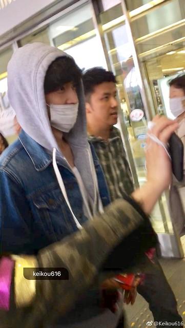 170409 Lay at Beijing Airport
