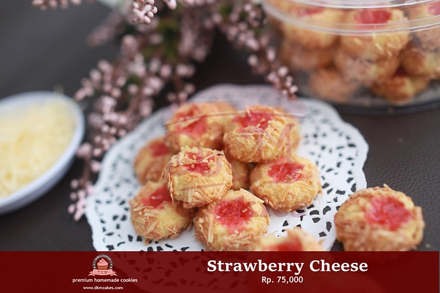 Strawberry Cheese DKM COOKIES