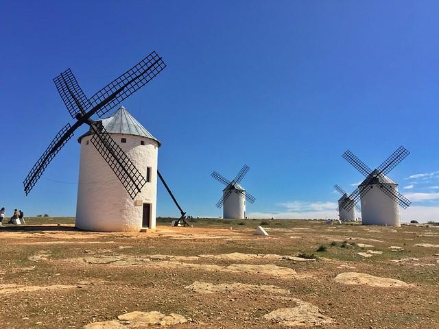 Molinos de viento en Campo de Criptana (ruta de los molinos de viento en La Mancha)
