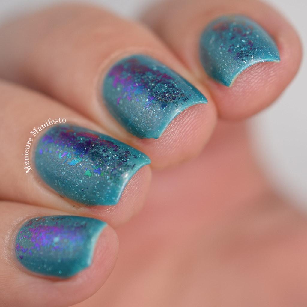 Color shifting flakie nails