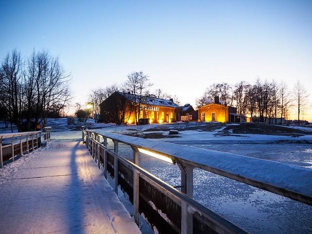 P1050735.jpgUunisaariHelsinkiSUomi, finland, suomi, helsinki tips, visit helsinki, travel, matkat, ideat, vinkit, ideas, saari, island, winter, talvi, luonto, nature, pakkanen, freezing, snow, lumi, visit finland, kävellen uunisaareen talvella, walking to uunisaarin in winter, wintertime, talviaikaan, silta, bridge,