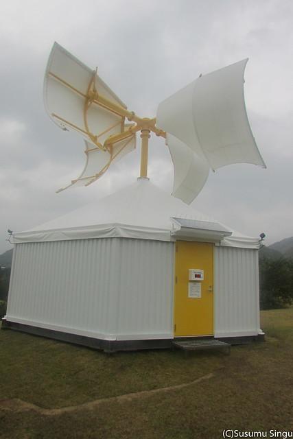 三田市の兵庫県立有馬富士公園に設置された《里山風車》(2013年)