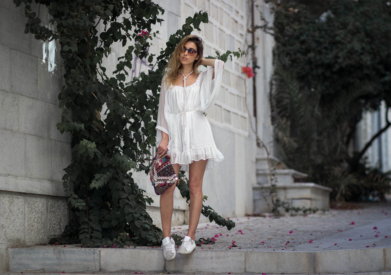 ALL WHITE EVERYTHING IN GREECE