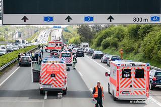 Auffahrunfall A3 Breckenheim 14.04.17