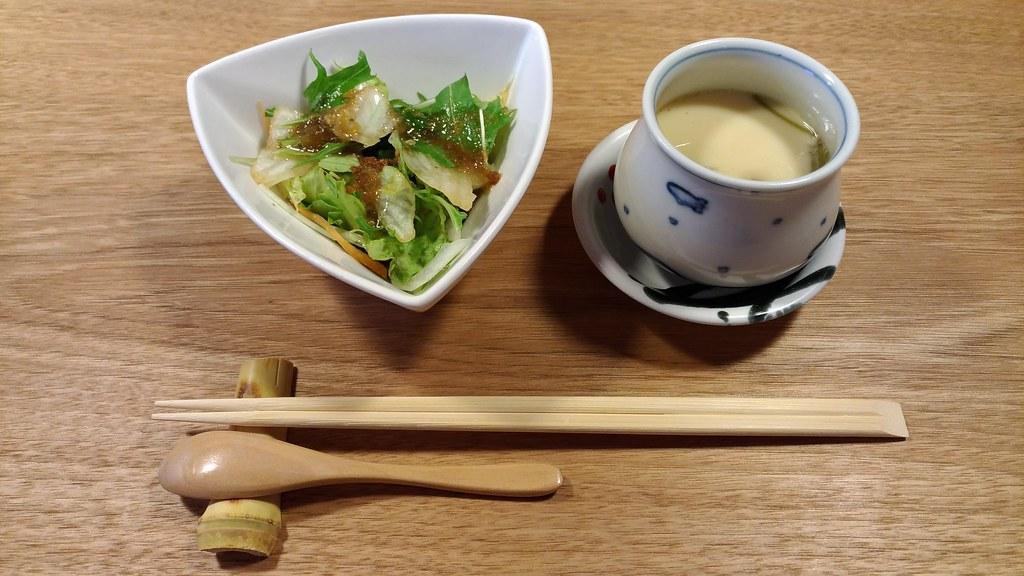 「白金 よこ山」のサラダと茶碗蒸し