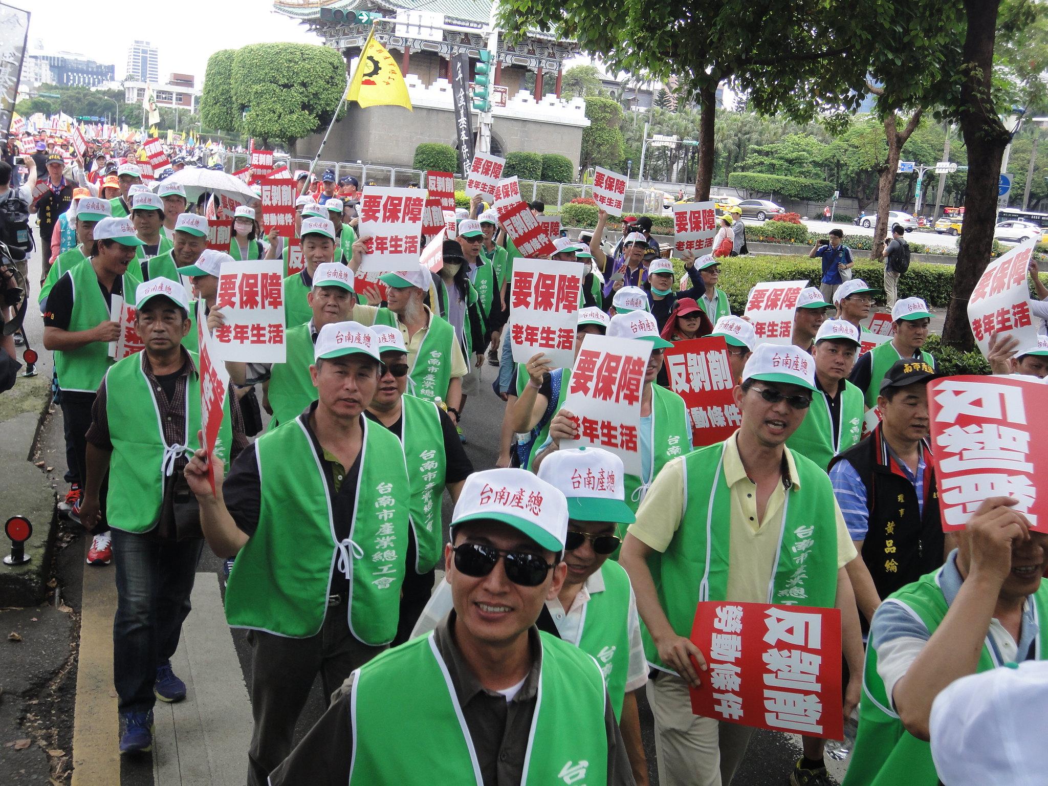 台南市產業總工會的隊伍。(攝影:張智琦)
