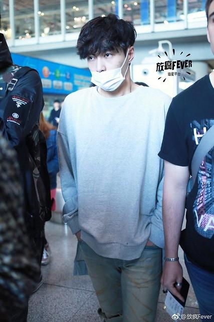 170413 Lay at Beijing Airport