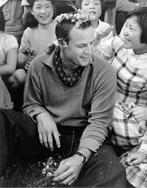 The Teahouse of the August Moon - backstage - Marlon Brando