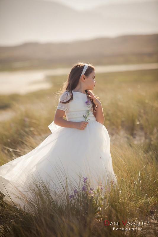 Laura con vestido de Primera Comunión