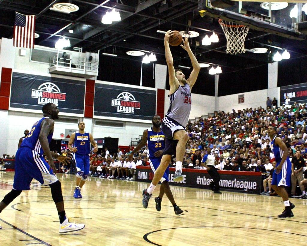 Jan Vesely Dunk - NBA Summer League | truthaboutit | Flickr Jan Vesely Dunk