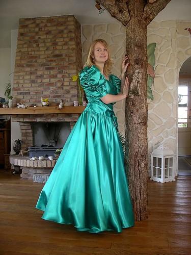 Dresses  Full Movie