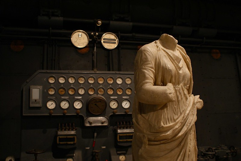 Centrale Montemartini à Rome : Vieilles machines et sculptures romaines. Un contraste superbe.