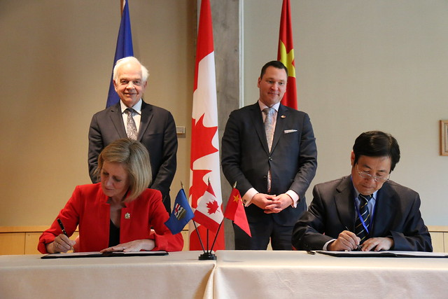 Premier Notley signs an energy and environment cooperation agreement in China