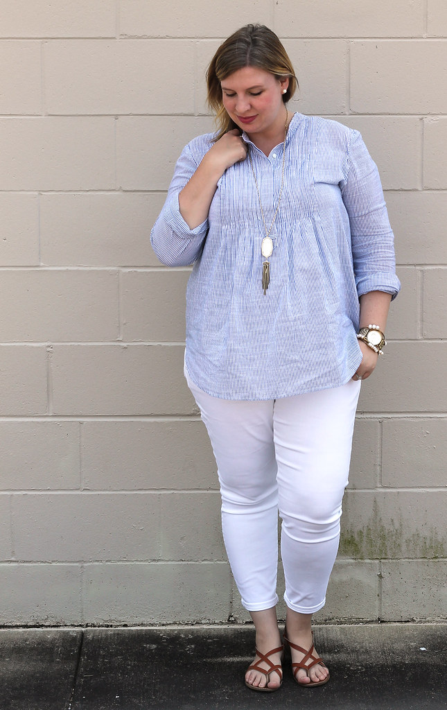 blue stripe pintuck popover, white jeans and strappy sandals_6
