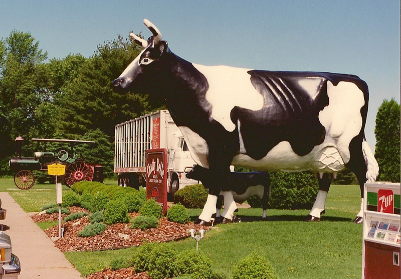 Chatty Belle, World27;s Largest Talking Cow, Neillsville, WI