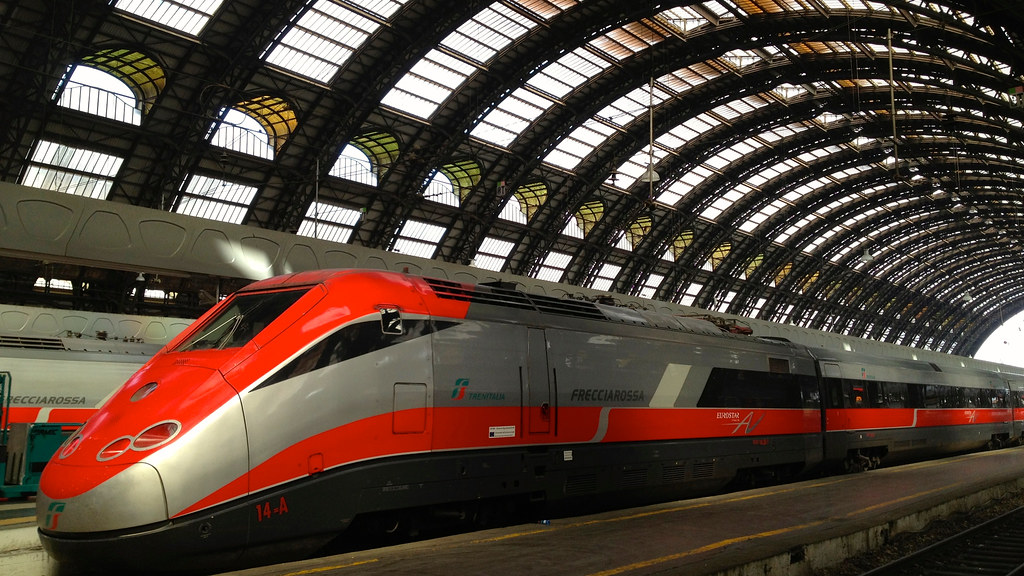 Trenitalia Frecciarossa, Milano Centrale railway station ...