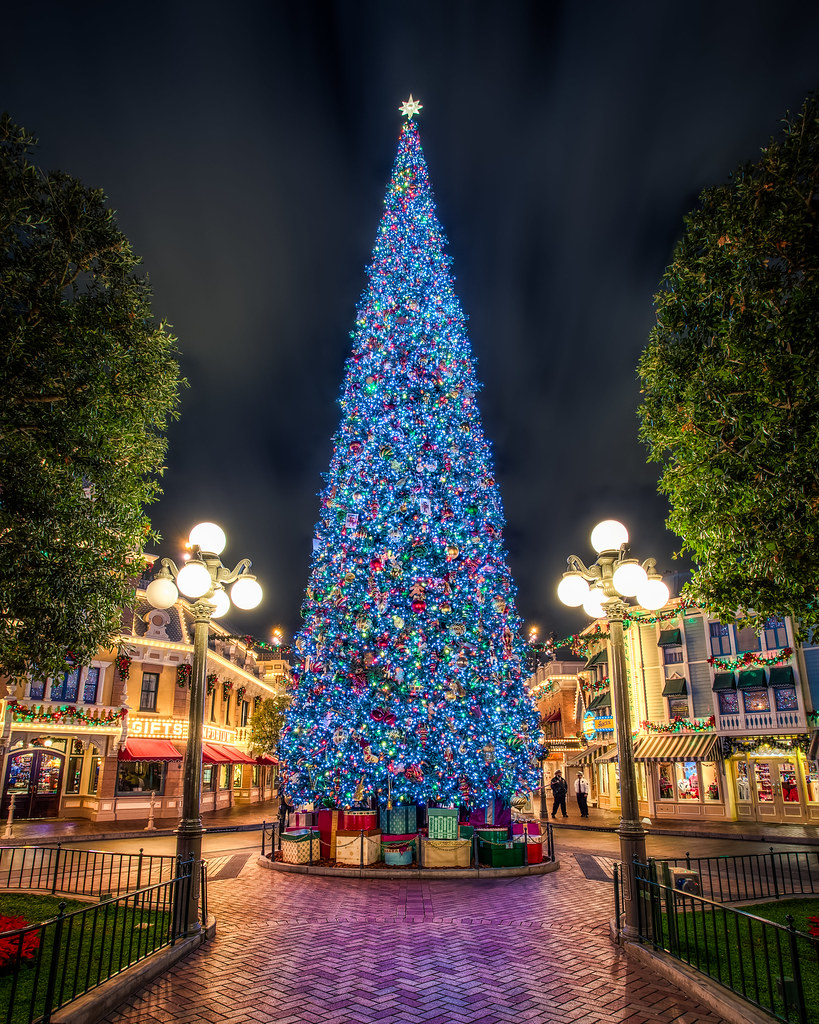 the disney christmas tree by justin in sd - Disney Christmas Tree