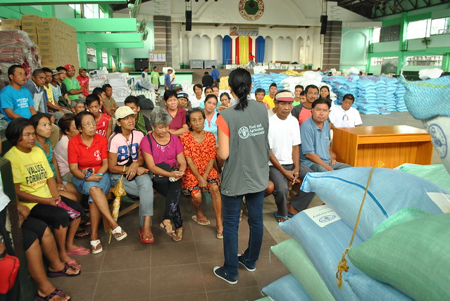 Jacquelyn Pinat explains the modalities of the distribution to affected farmers