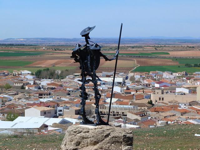 Don Quijote de La Mancha sobre la sierra de los molinos de Mota del Cuervo
