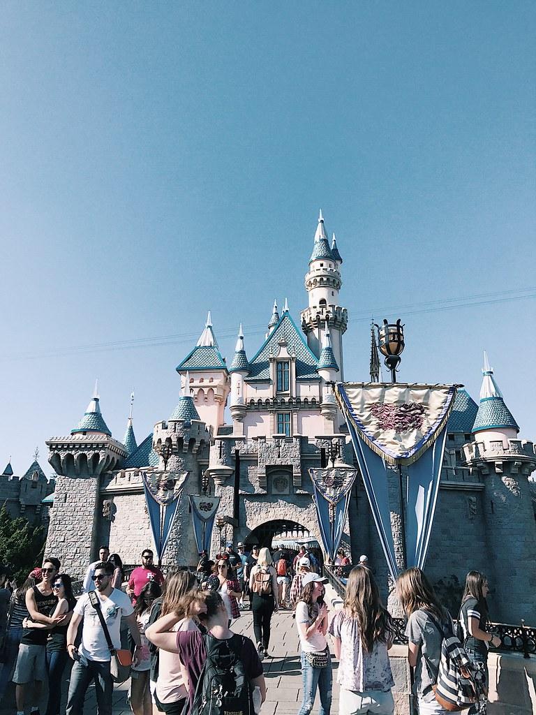 disney-disneyland-disneycaadventures-castle-travel-lifestyle-hipster-clothestoyouuu-elizabeeetht