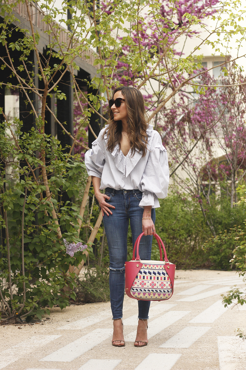 Ruffled striped shirt jeans céline sunnies sandals pamapamar bag accessories spring outfit style fashion15