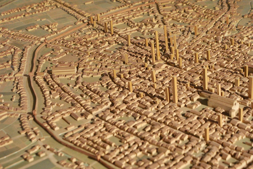 Maquette de Bologne au Moyen-Age avec ses fortifications et ses nombreuses hautes tours parsemées autour de la ville.