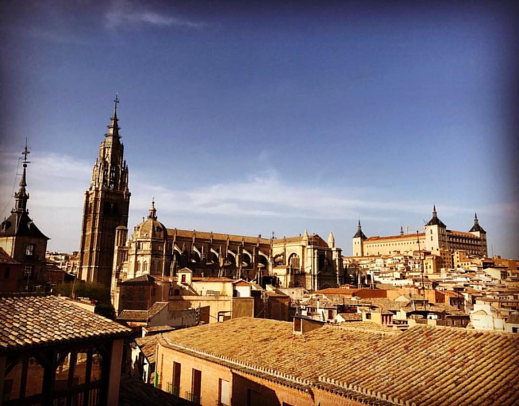 Catedral de Toledo y Alcázar desde la terraza del Hotel Santa Isabel.