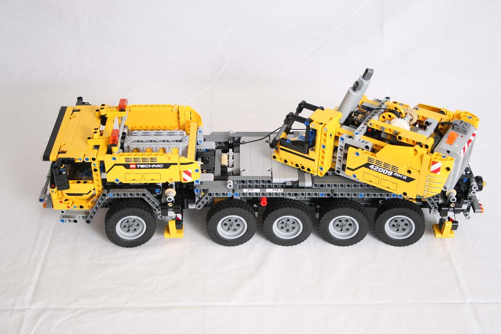 Lego Technic 42009 Mobile Crane Mkii Pics By Eurobricks Us Flickr