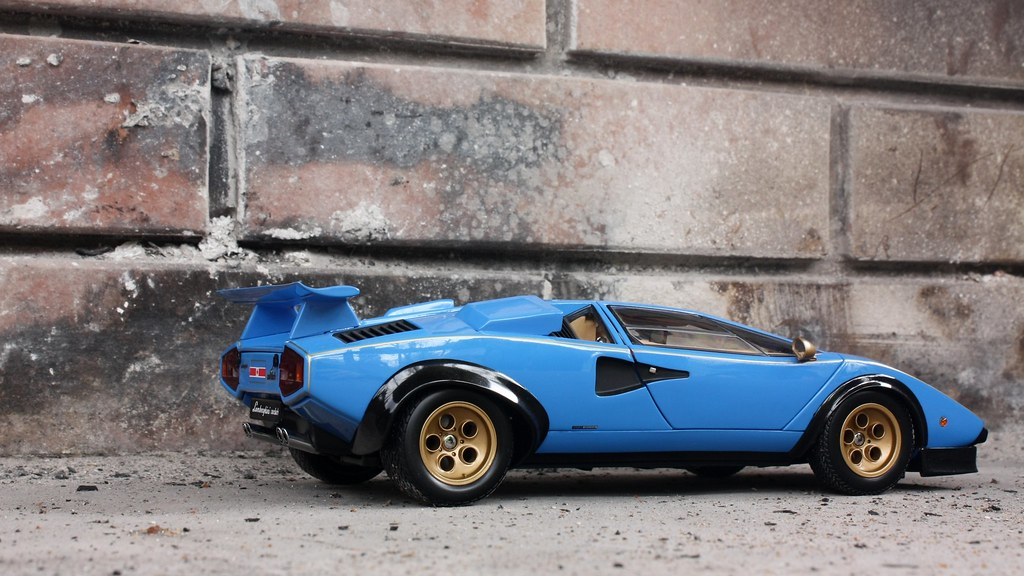 1 18 lamborghini countach lp500s walter wolf by kyosho. Black Bedroom Furniture Sets. Home Design Ideas