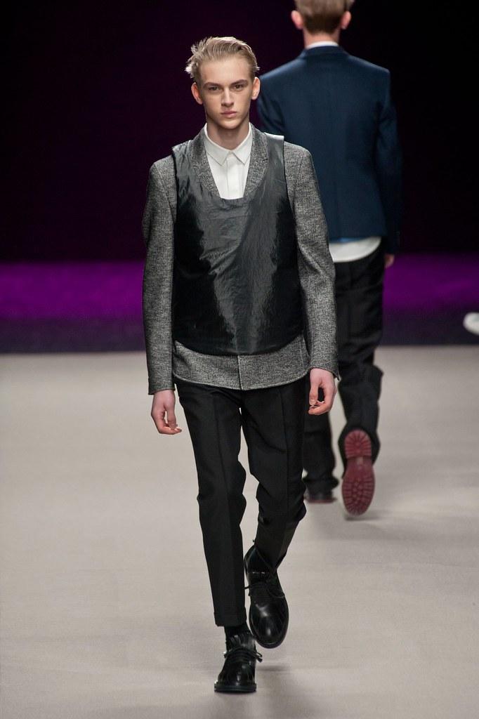 Dominik Sadoch3072_FW14 Paris Kris van Assche(fashionising.com)