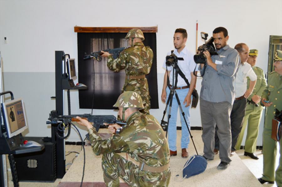 الصناعة العسكرية الجزائرية  [ AKM / Kalashnikov ]  - صفحة 2 33423051234_5bb649c36e_b