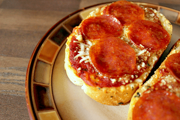 Easy Garlic Bread Pizza