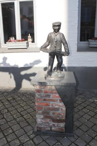 statue of brikkebekker