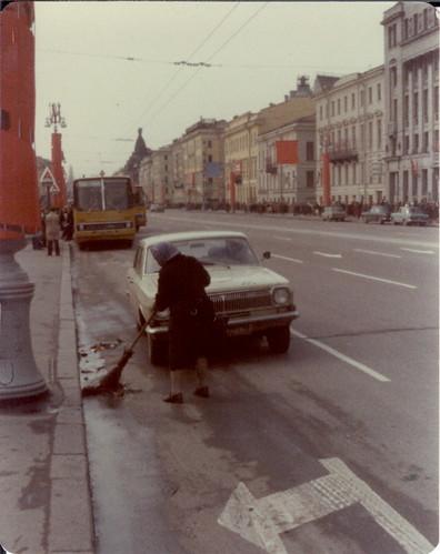 sweeping the street leningrad 1977 nevskii prospekt michael neubert flickr. Black Bedroom Furniture Sets. Home Design Ideas