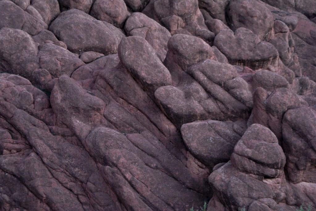 Gros plan sur les formations rocheuses des Gorges de Dades.
