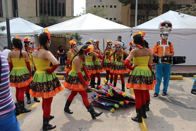 Desfile Inaugural del Festival Iberoamericano de Teatro de Bogotá
