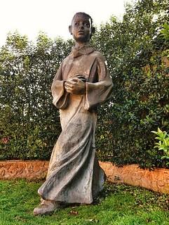 Pyhän Tarcissiuksen patsas