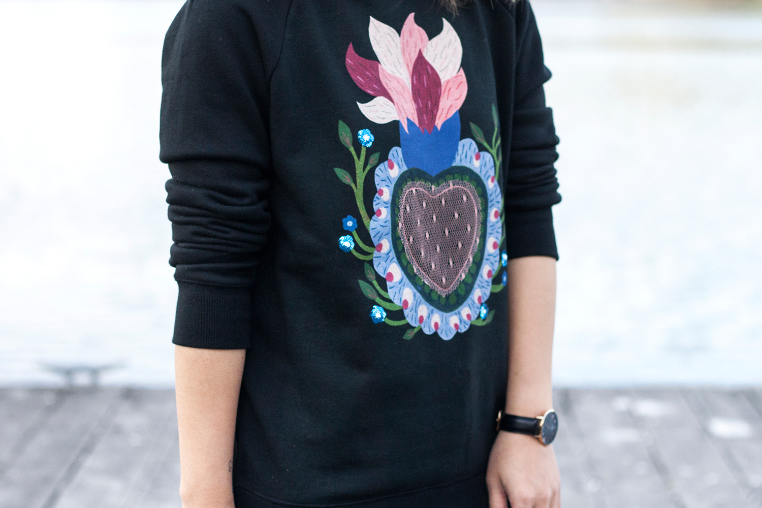 08valentino-graphic-sweatshirt-fashion-style