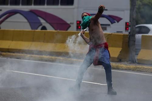 Al menos 50 heridos tras protestas en Caracas