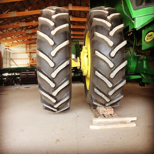 Three points to a non-farmer who can tell me what's going on here and why. @breslinfarms #johndeere #duals #spring