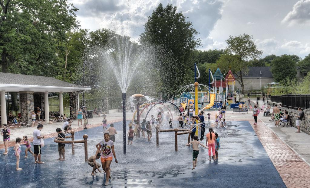 Playground sprinklers at north hudson park north bergen for Hudson park