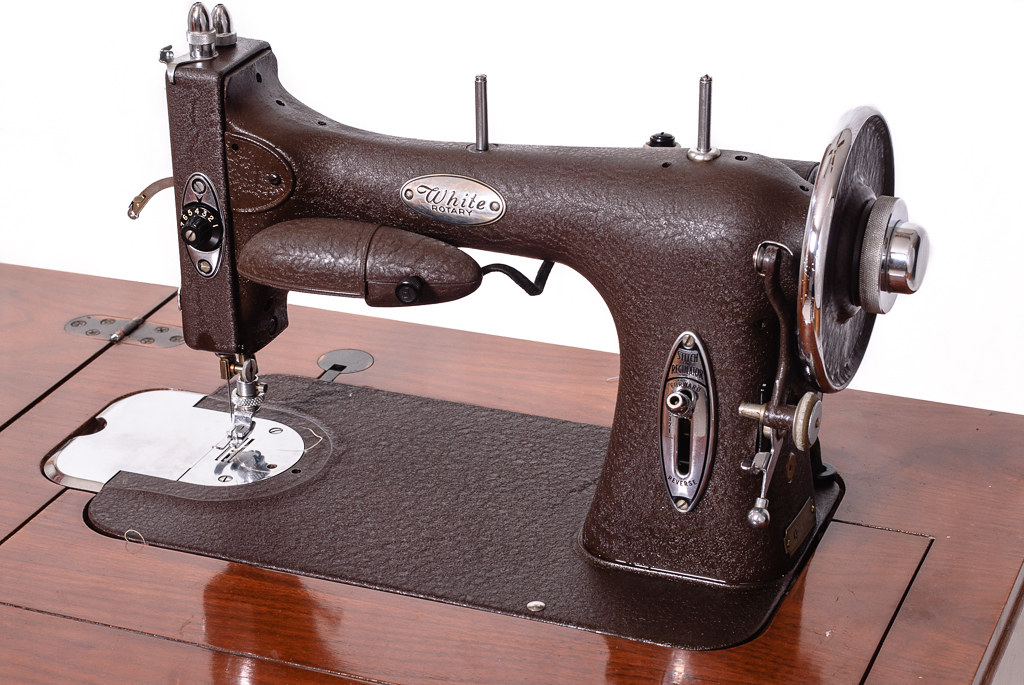 Vintage White Rotary Model 40 Sewing Machine An oldie but Flickr Amazing White Sewing Machine