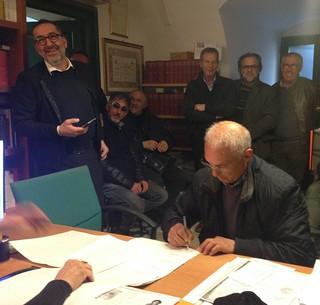 Pinuccio Castellano al momento della firma