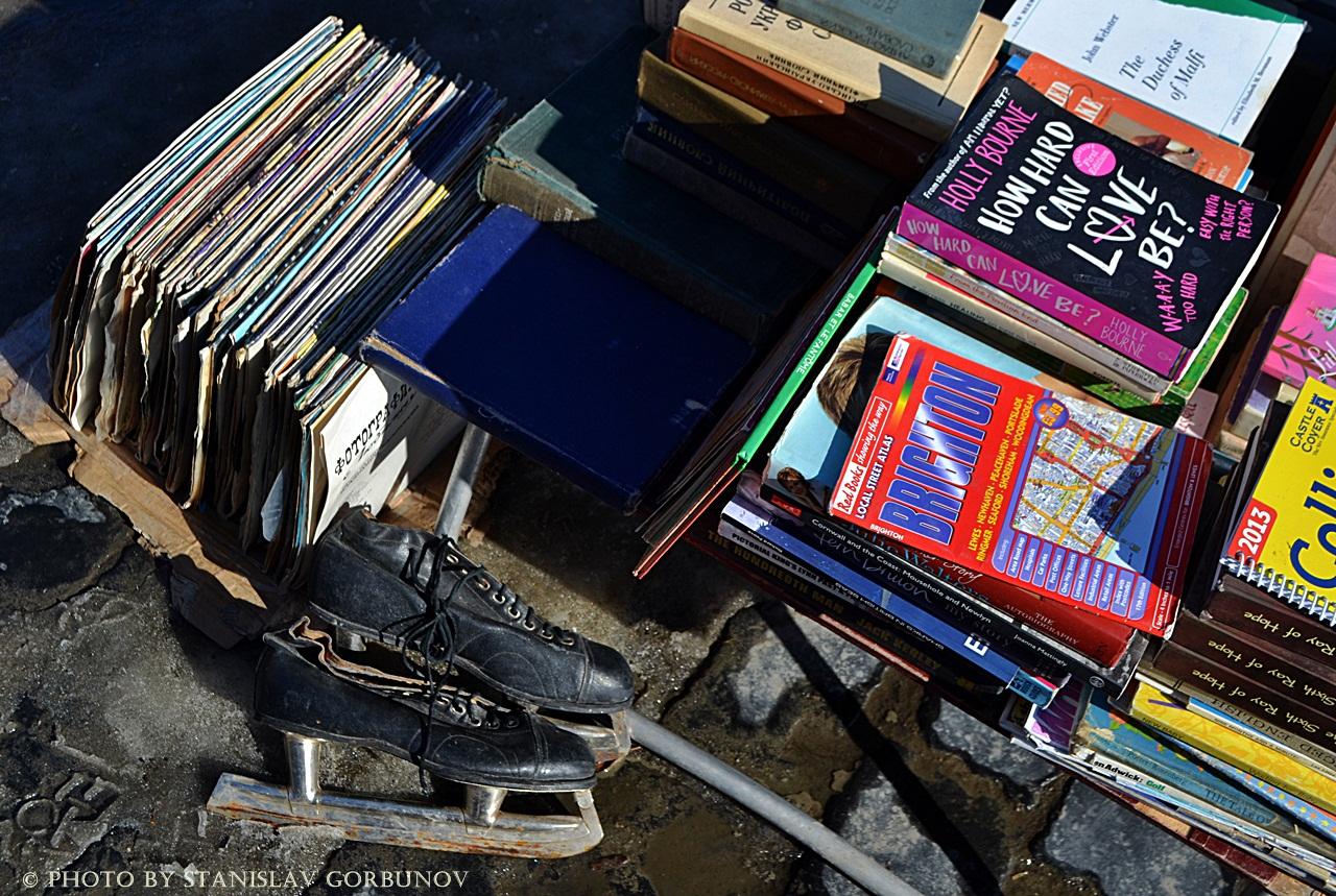 Докатились! Как во Львове распродают книги с орденами! baraholka05