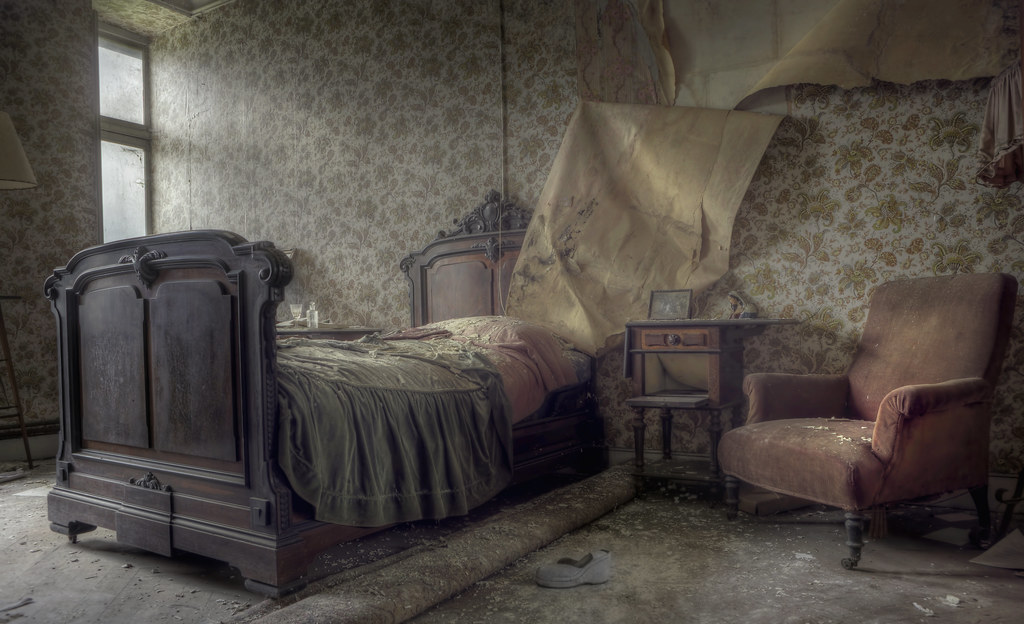 Ghost Explore A Creepy Bedroom That Had The