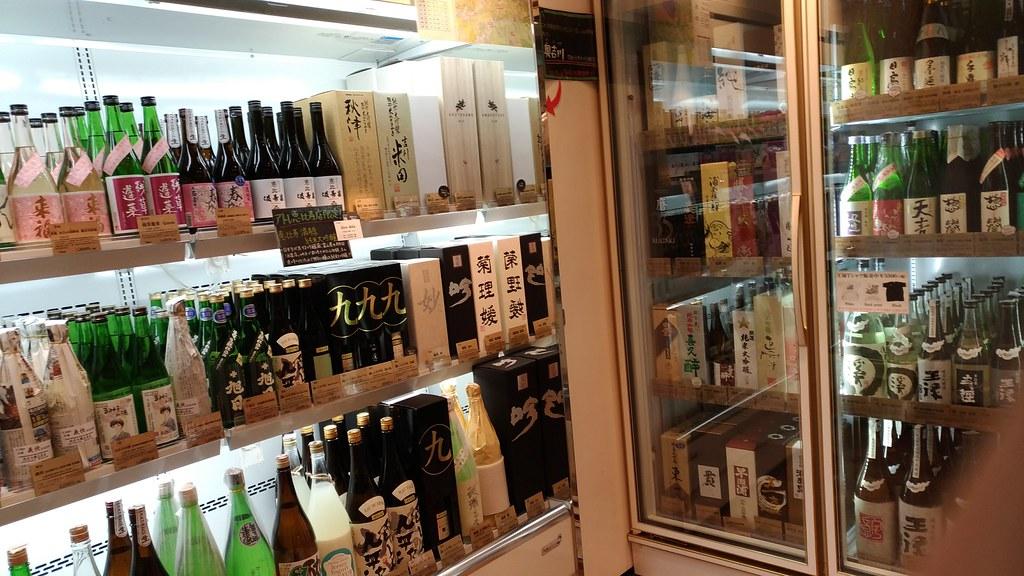 「恵比寿君島屋」日本酒コーナー